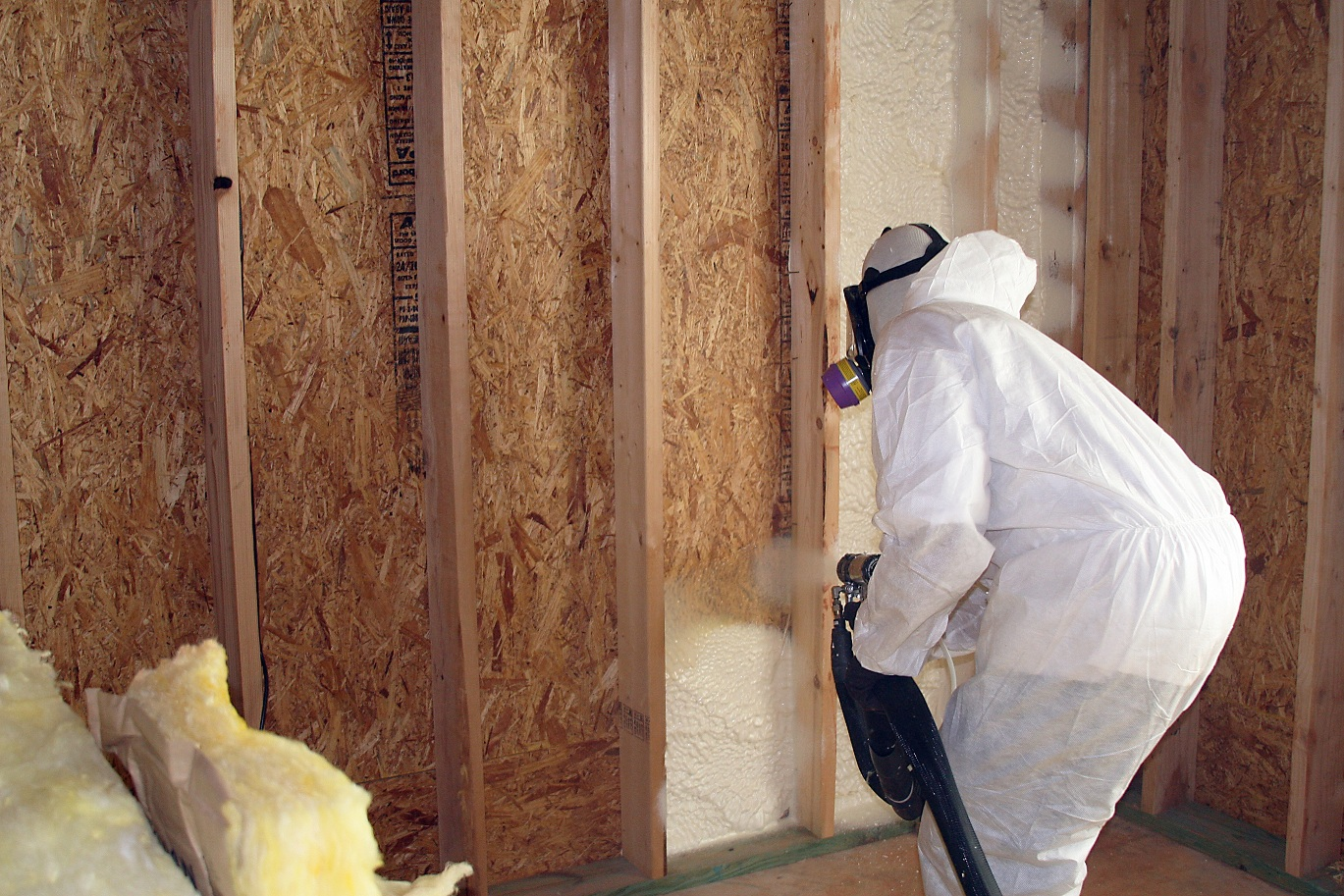 Installing spray foam insulation to your home spray foam professional spray foam installation solutioingenieria Images